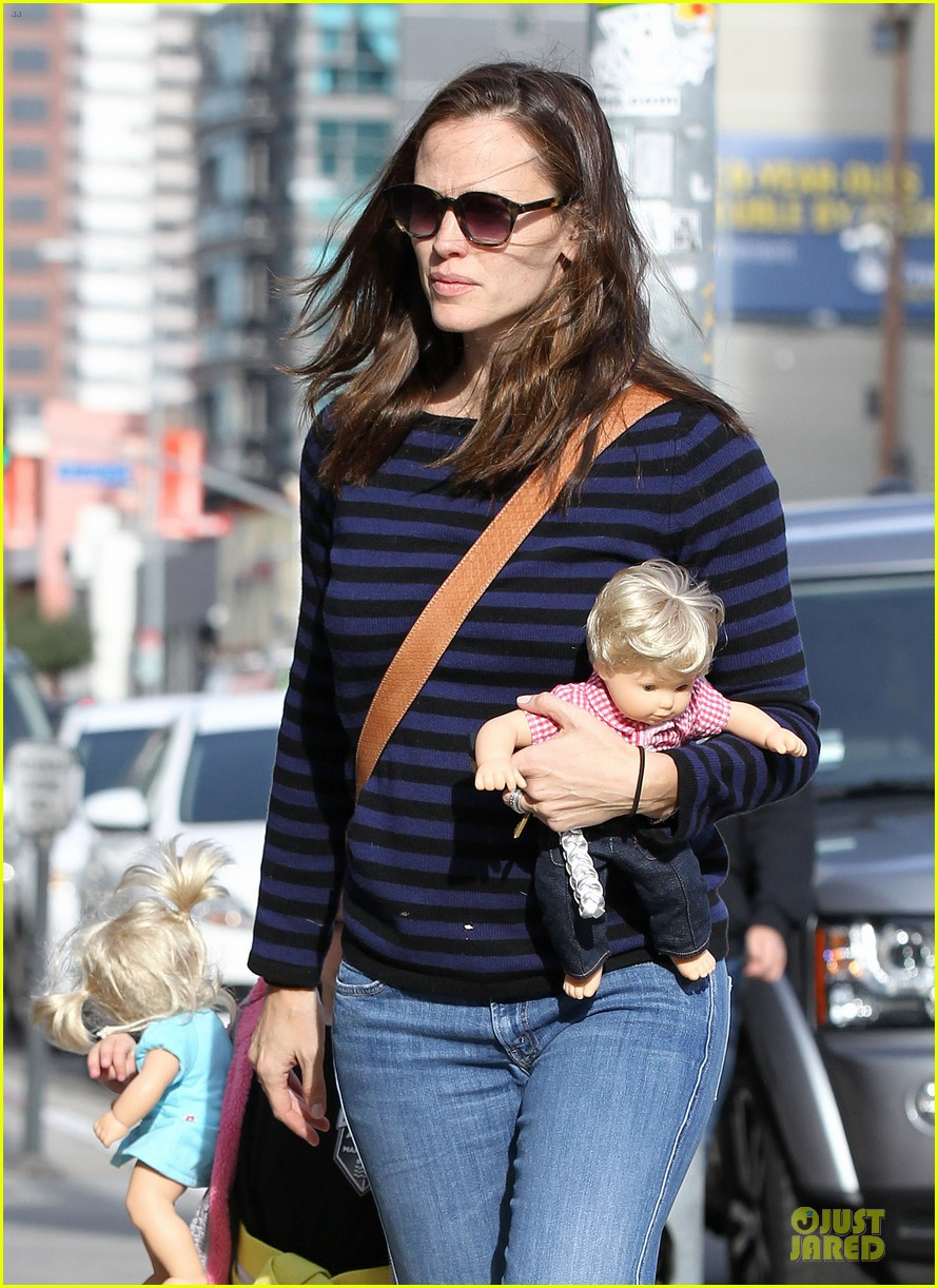 jennifer garner karate drop off with seraphina dolls 122803030