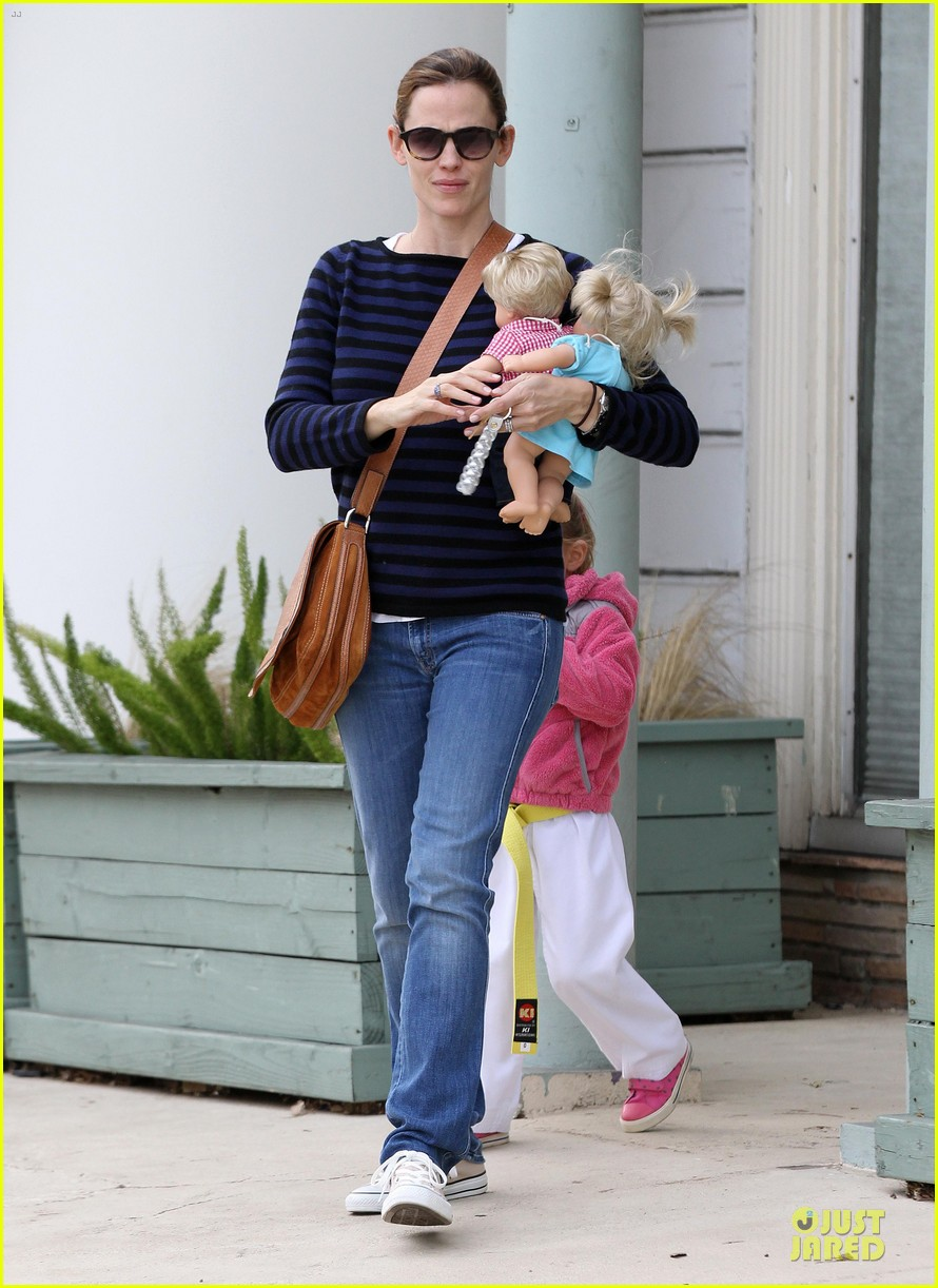 jennifer garner karate drop off with seraphina dolls 152803033