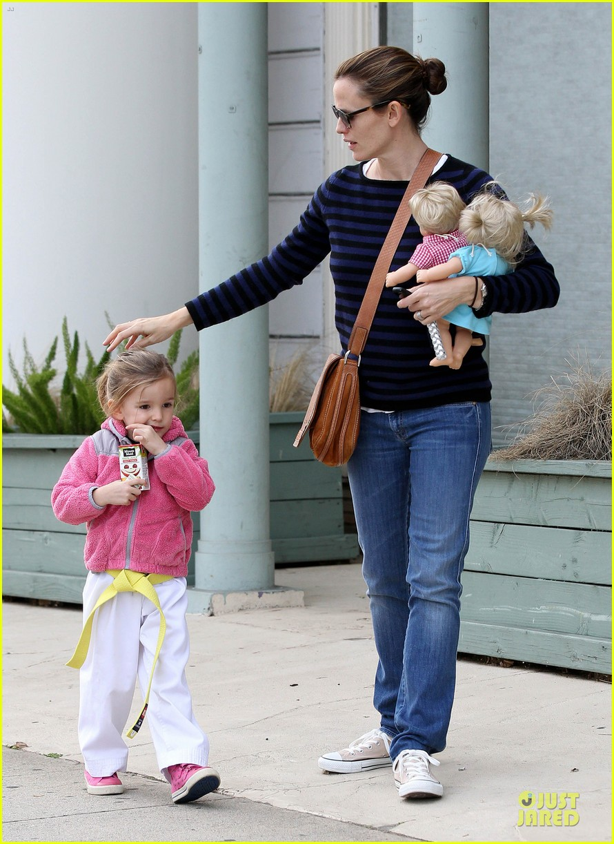 jennifer garner karate drop off with seraphina dolls 182803036