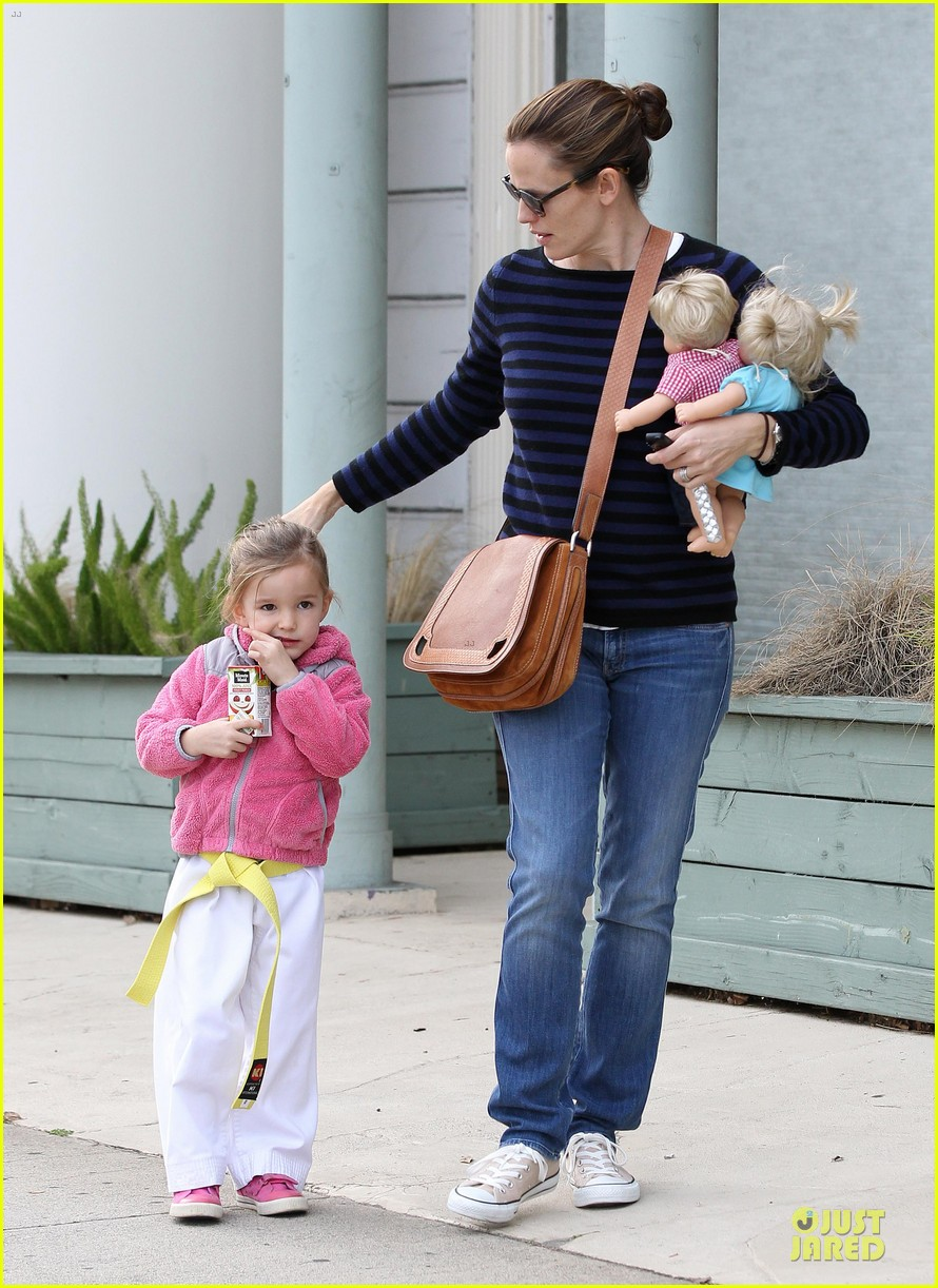 jennifer garner karate drop off with seraphina dolls 192803037