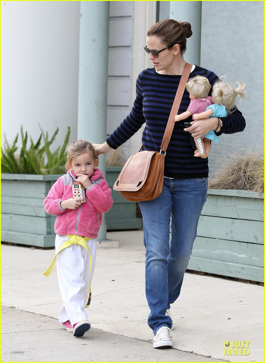 jennifer garner karate drop off with seraphina dolls 202803038
