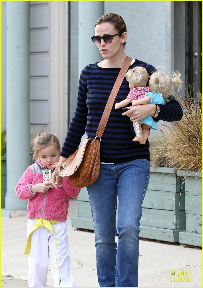 jennifer garner karate drop off with seraphina dolls 212803039