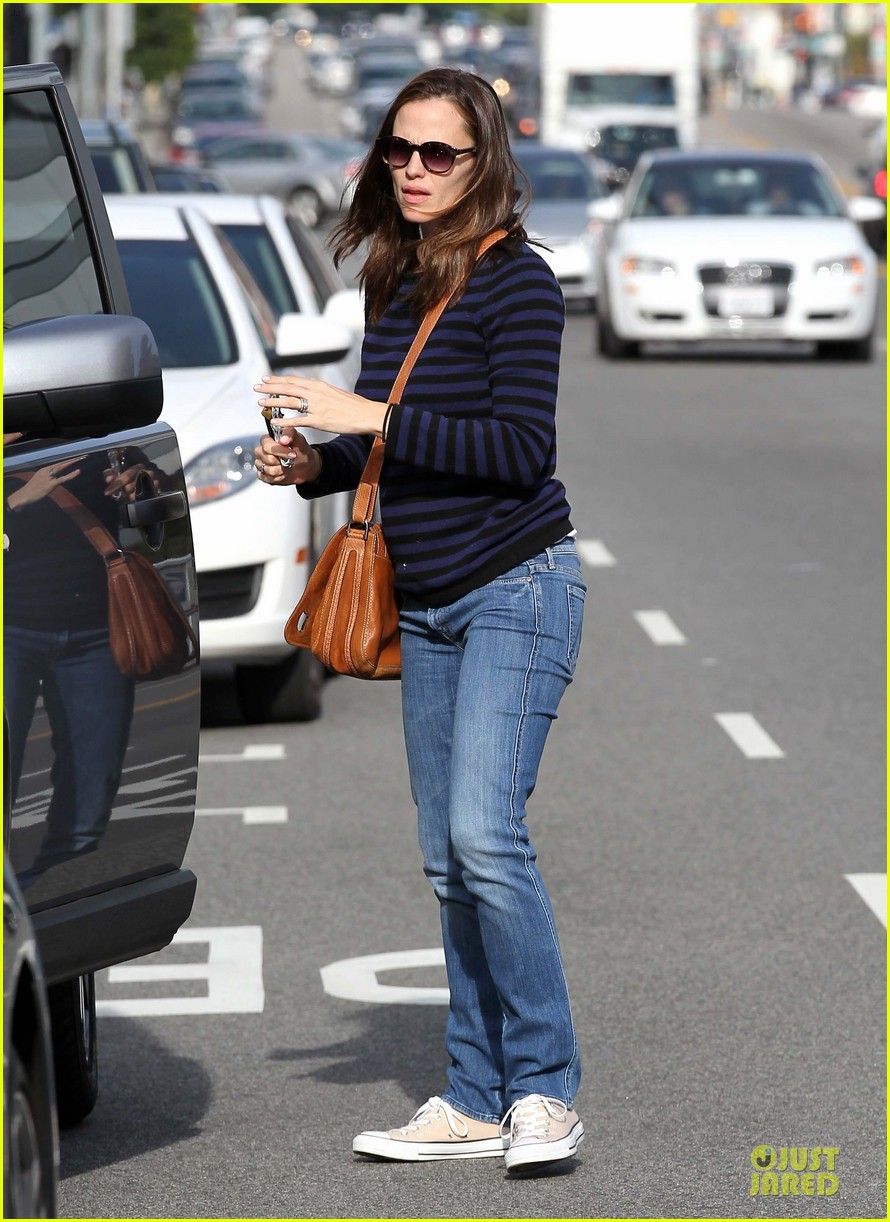 jennifer garner karate drop off with seraphina dolls 242803042