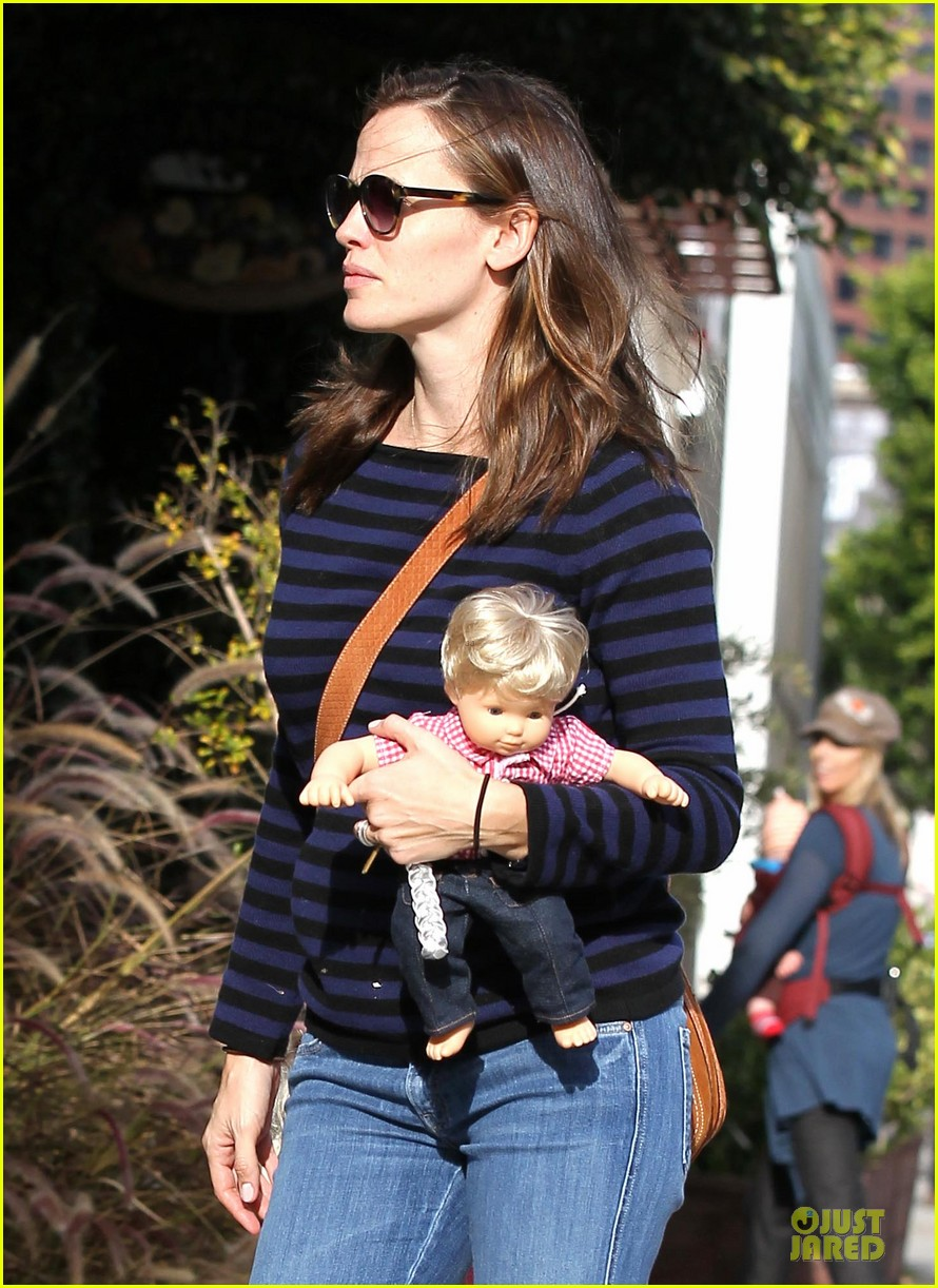 jennifer garner karate drop off with seraphina dolls 332803051