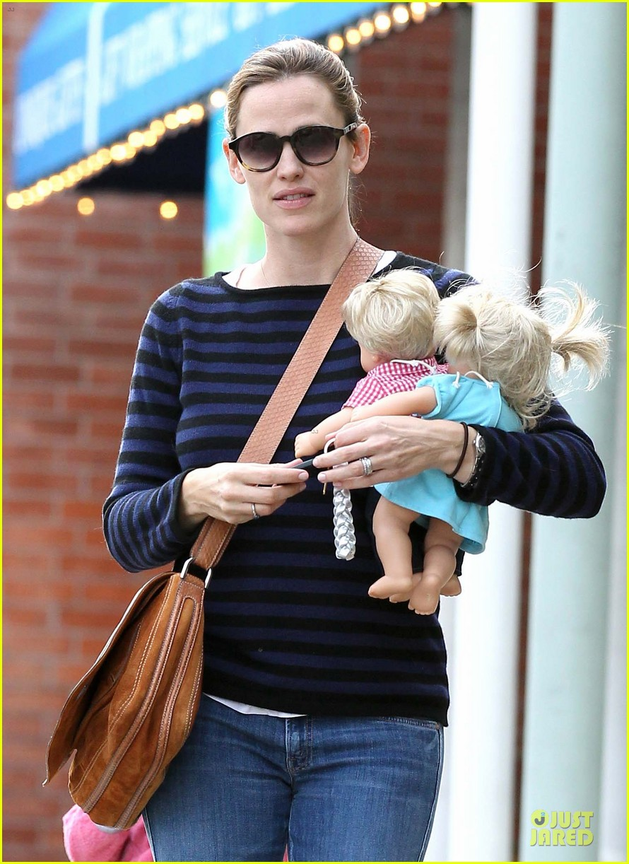 jennifer garner karate drop off with seraphina dolls 372803055