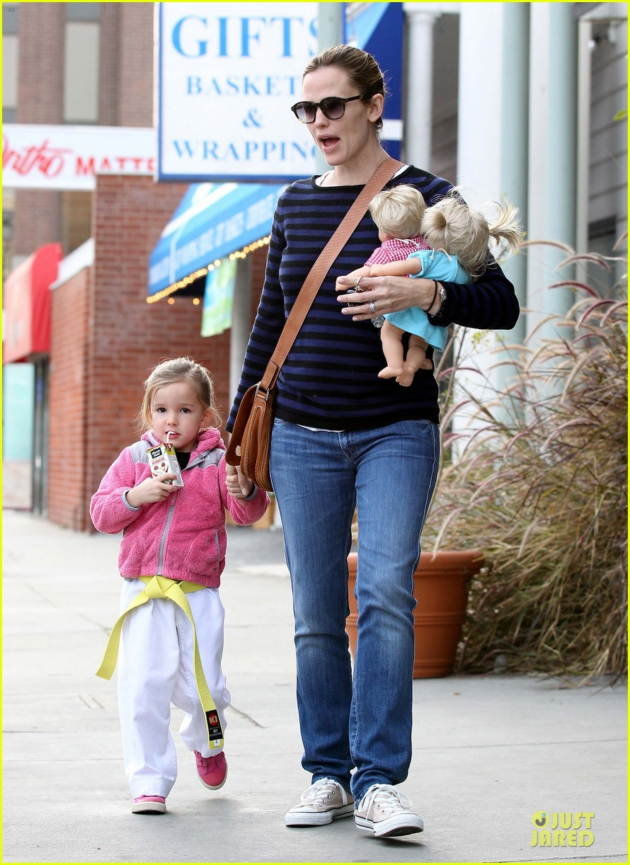 jennifer garner karate drop off with seraphina dolls 42