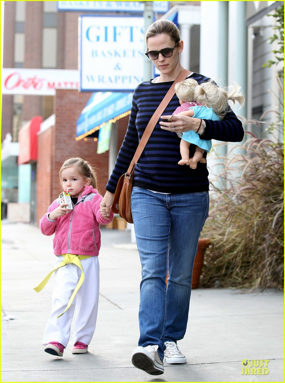 jennifer garner karate drop off with seraphina dolls 442803062
