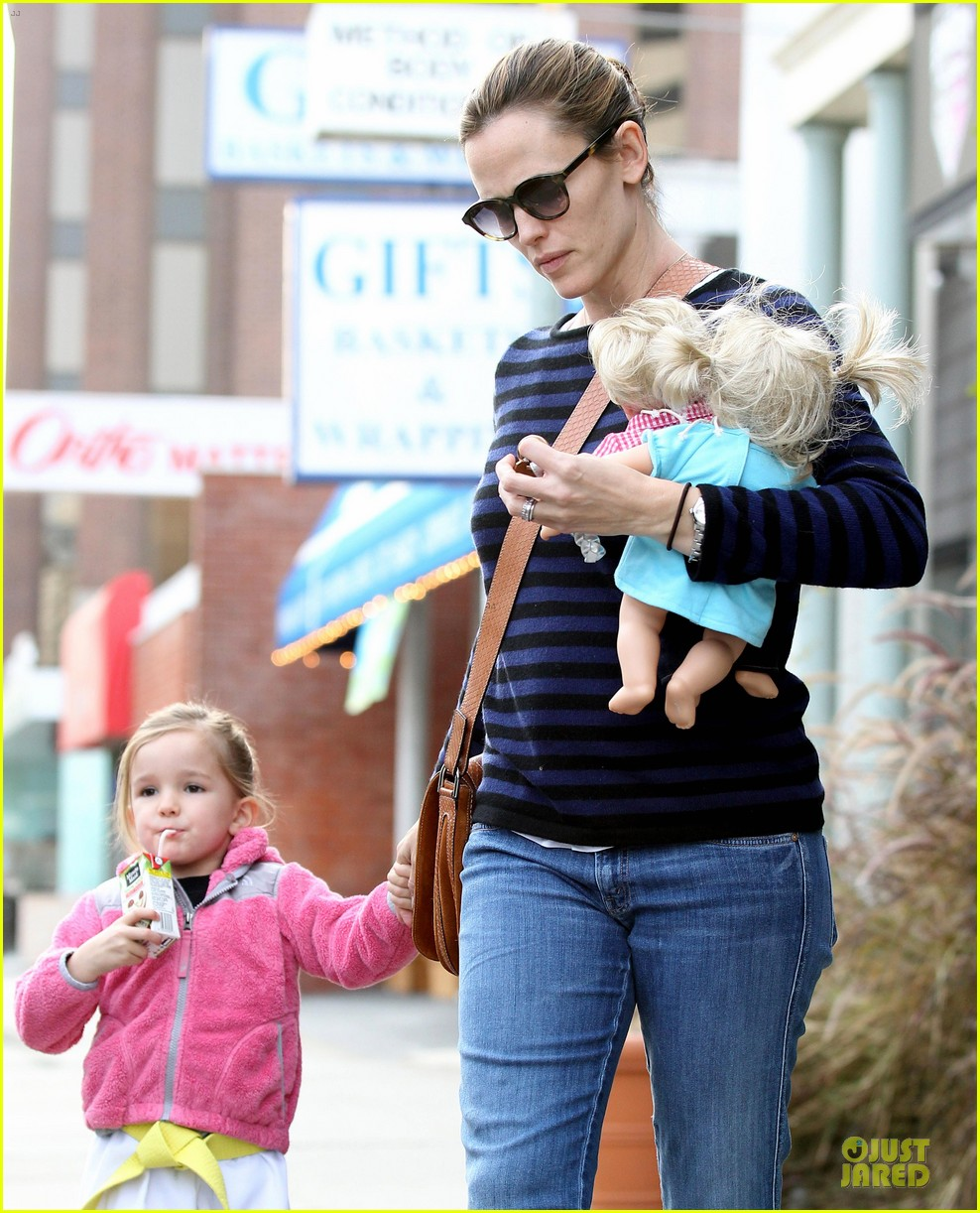 jennifer garner karate drop off with seraphina dolls 462803064