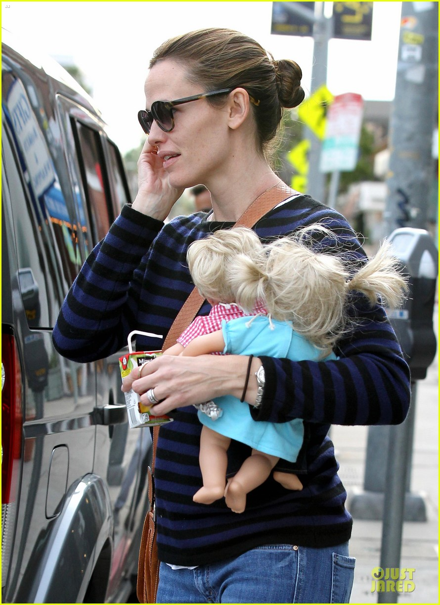 jennifer garner karate drop off with seraphina dolls 502803068