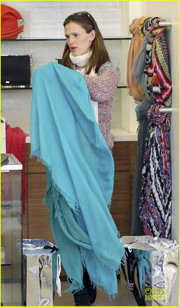 jennifer garner scarves shopping with sister susannah 212807496