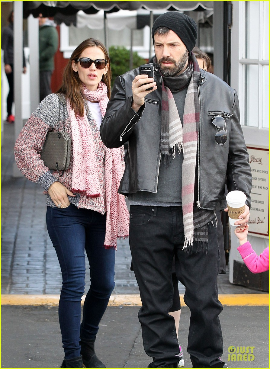 jennifer garner scarves shopping with sister susannah 272807502