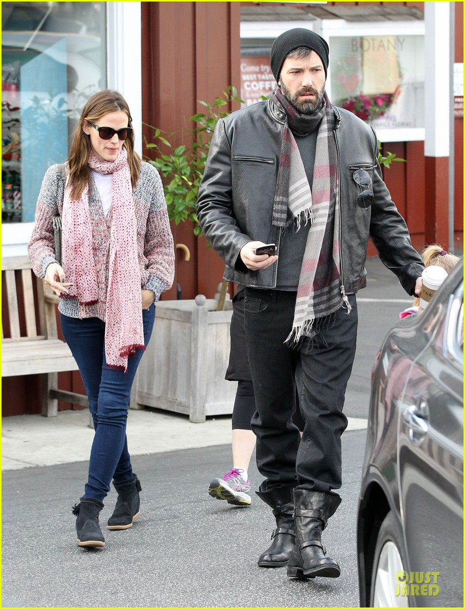 jennifer garner scarves shopping with sister susannah 29