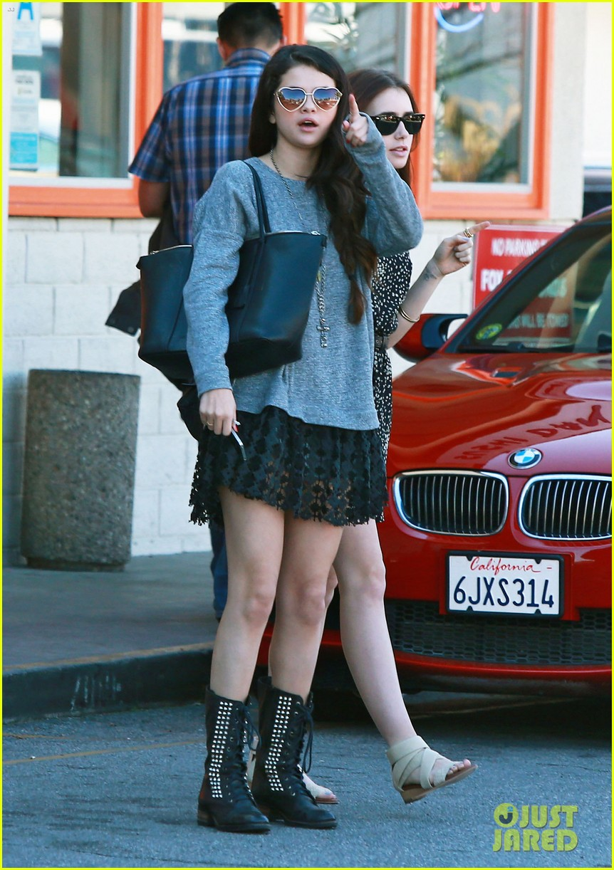 selena gomez sushi dan with lily collins 03