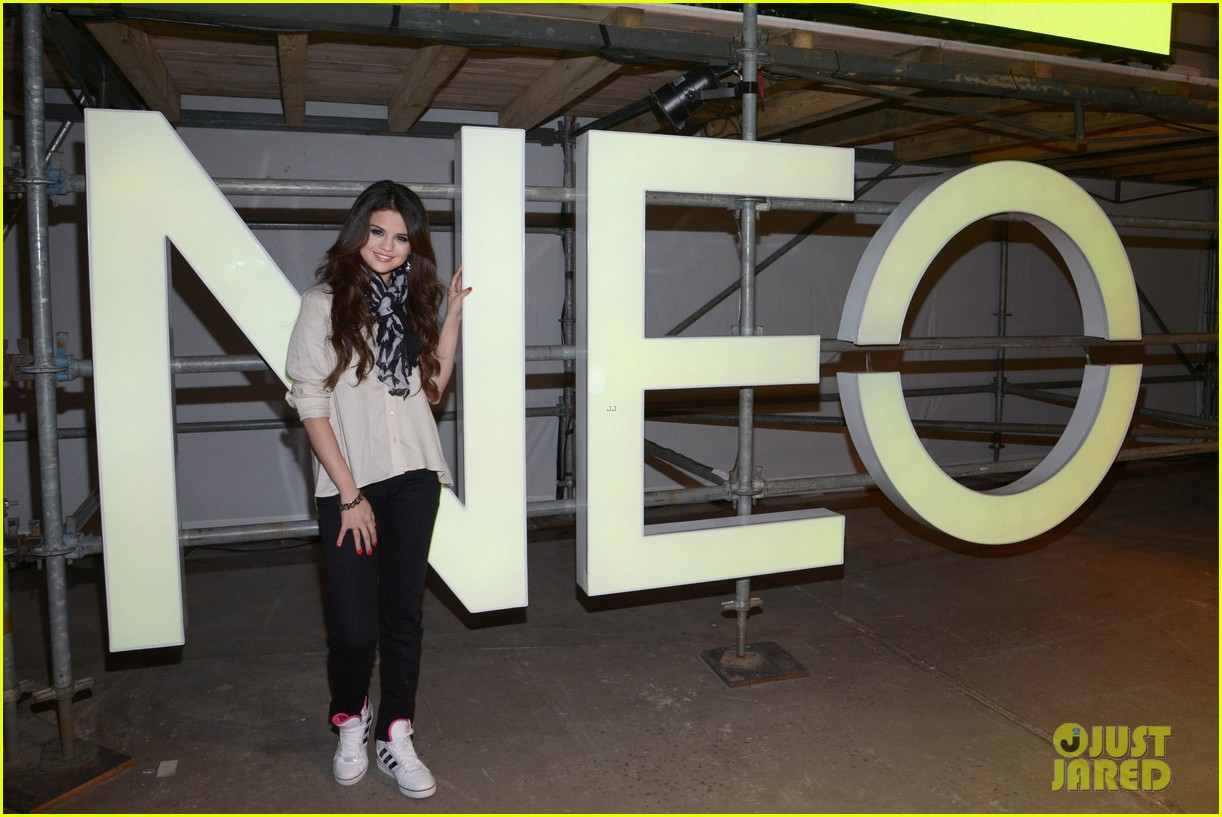 selena gomez adidas neo label fashion show in nyc 01