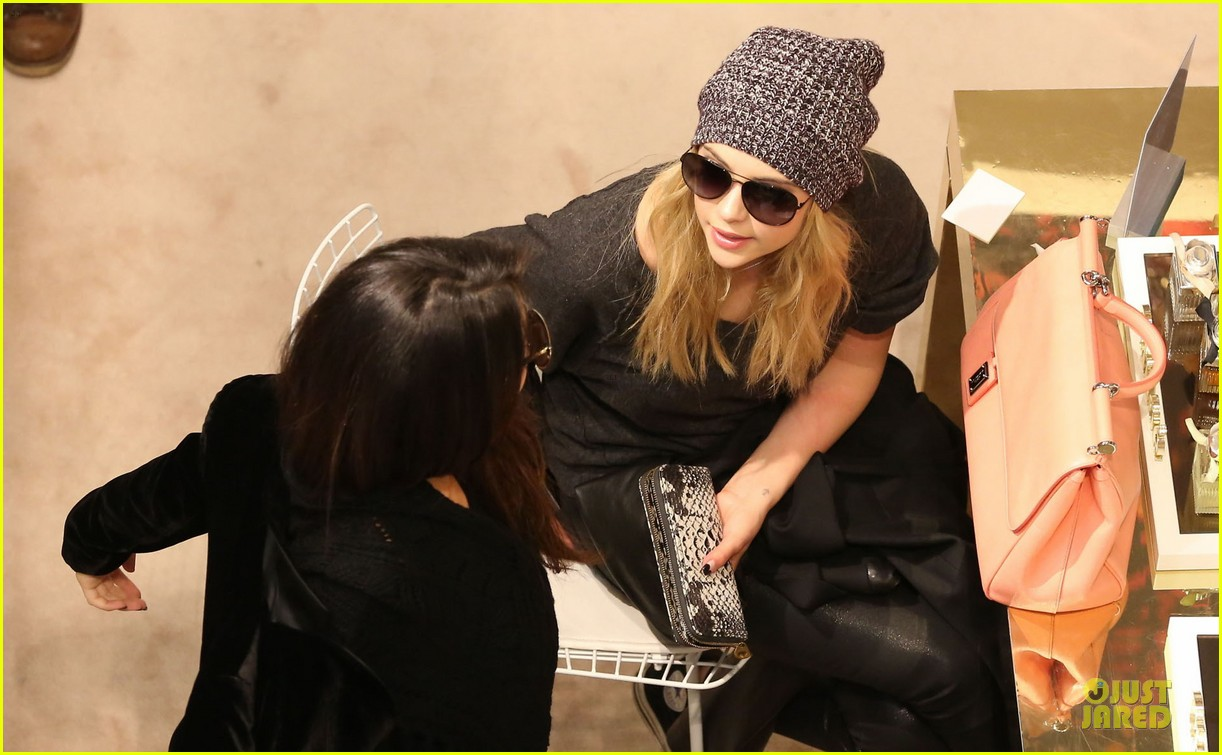 vanessa hudgens selena gomez spring breakers paris dinner 112813492