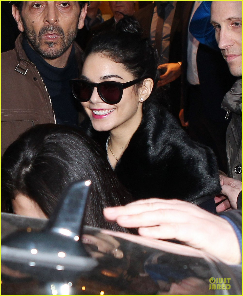 vanessa hudgens selena gomez spring breakers paris dinner 282813509