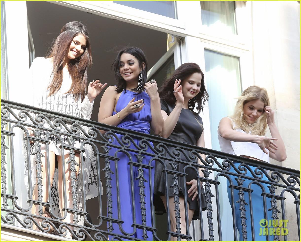 selena gomez vanessa hudgens spring breakers paris promo 032814000
