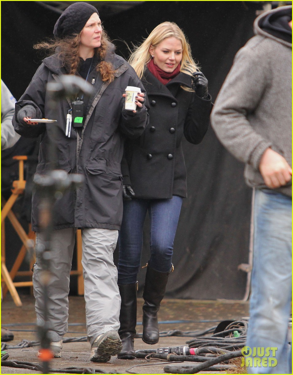 ginnifer goodwin jennifer morrison once upon a time filming 08