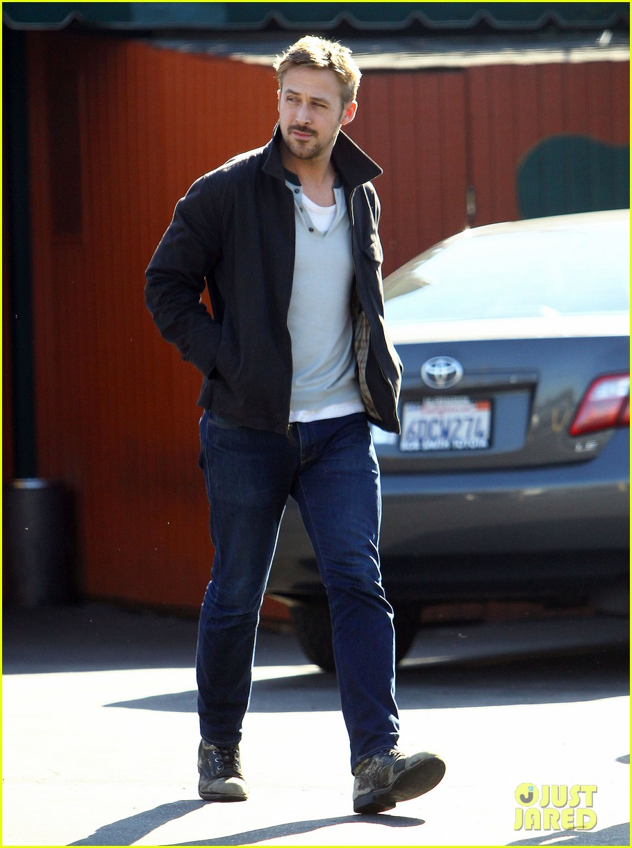 ryan gosling grabs lunch eva mendes hugo head out 052811578