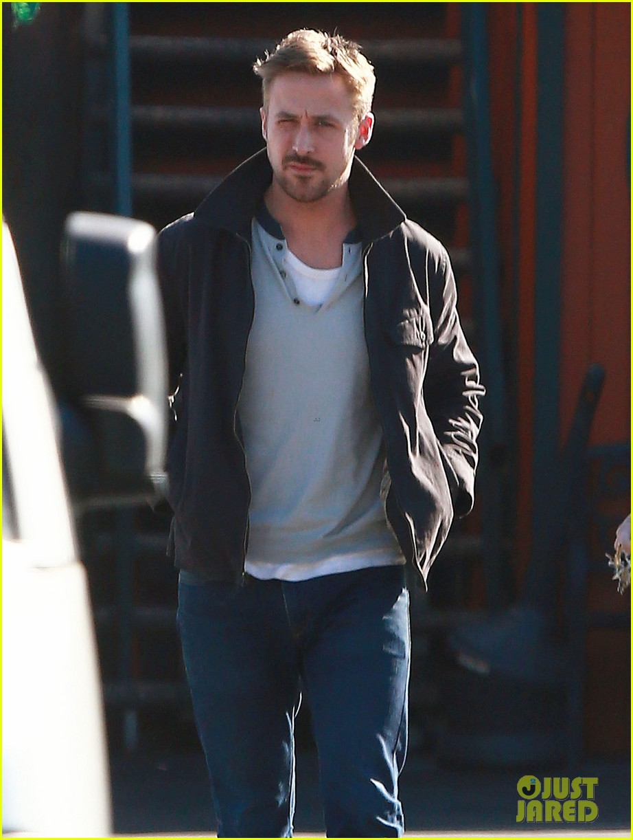 ryan gosling grabs lunch eva mendes hugo head out 16