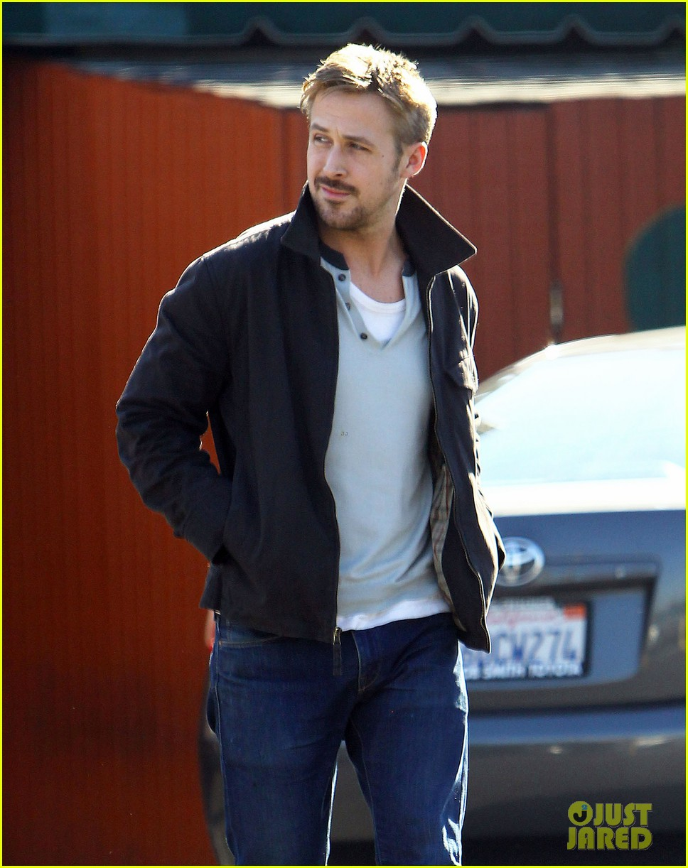 ryan gosling grabs lunch eva mendes hugo head out 202811593