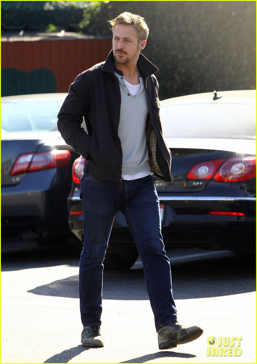 ryan gosling grabs lunch eva mendes hugo head out 232811596