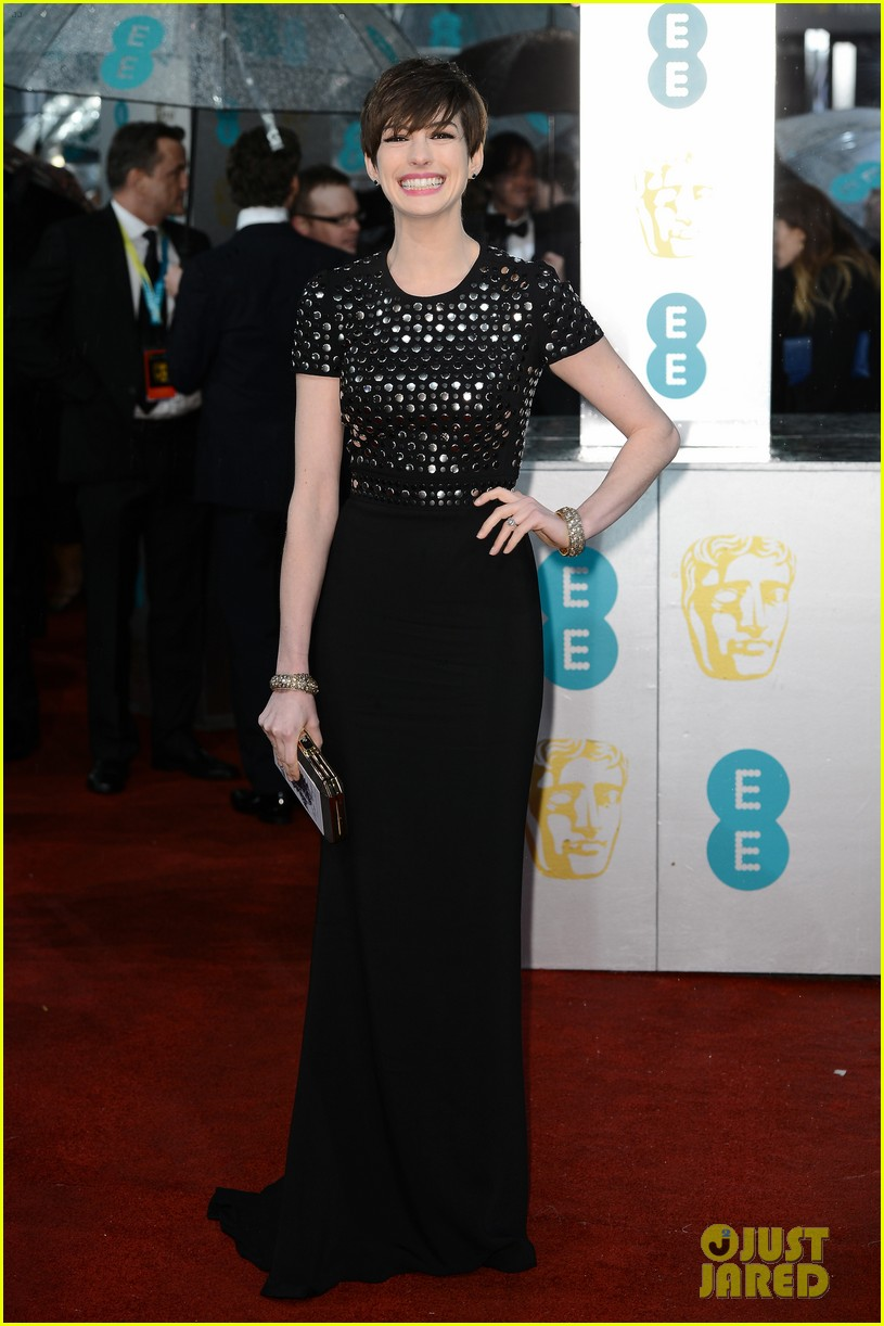 anne hathaway baftas 2013 red carpet 012808899