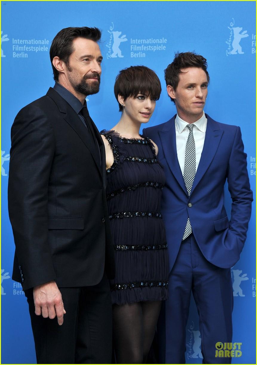 anne hathaway hugh jackman les miserables berlin premiere 02