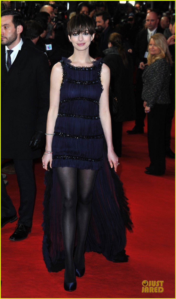 anne hathaway hugh jackman les miserables berlin premiere 16