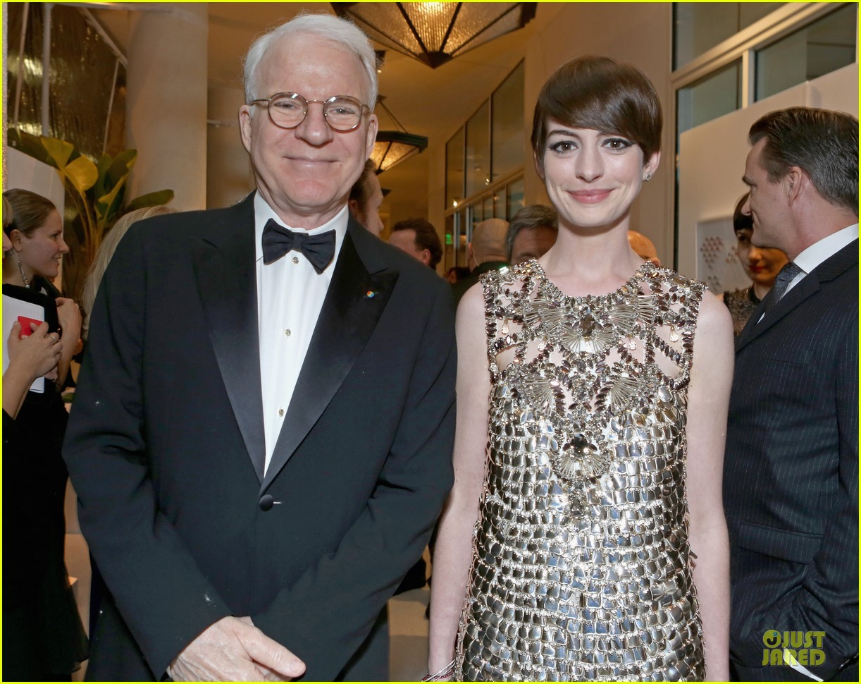 anne hathaway cdg awards 2013 red carpet 042815443