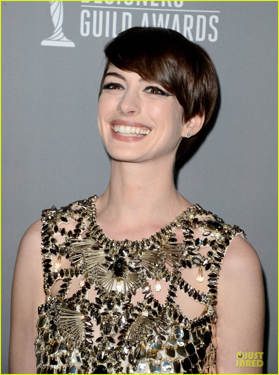 anne hathaway cdg awards 2013 red carpet 092815448