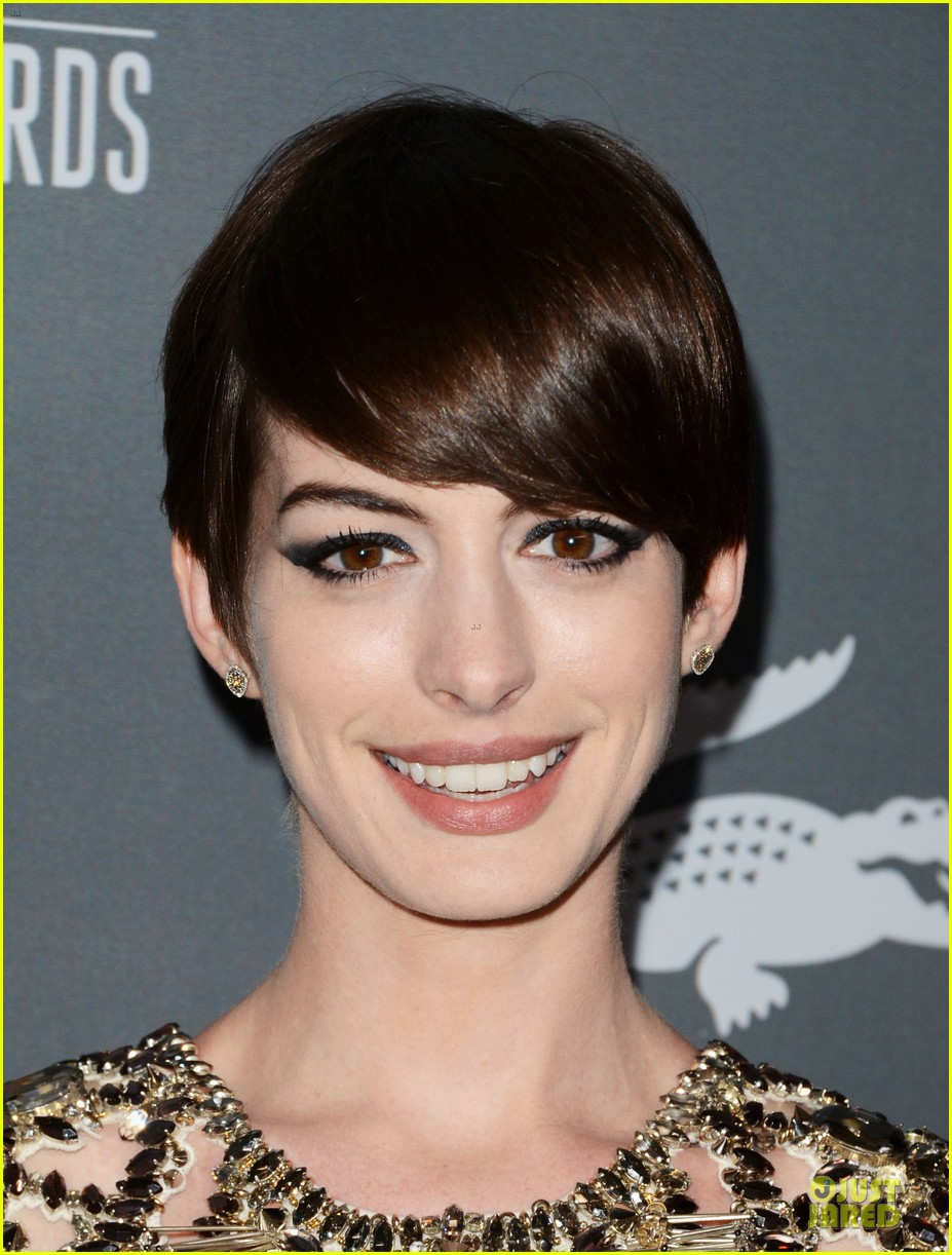 anne hathaway cdg awards 2013 red carpet 112815450
