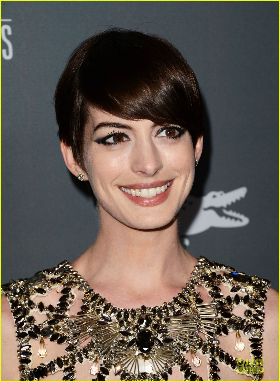 anne hathaway cdg awards 2013 red carpet 152815454