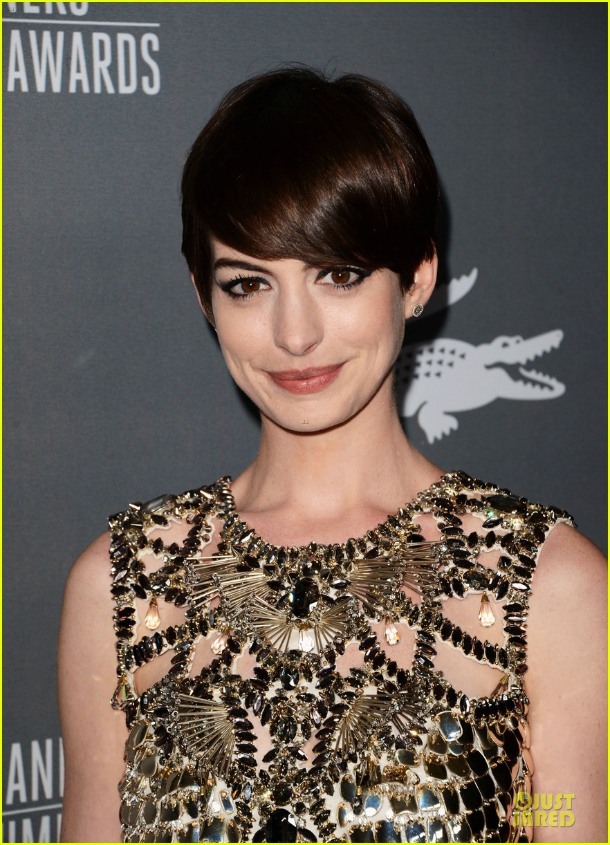 anne hathaway cdg awards 2013 red carpet 162815455