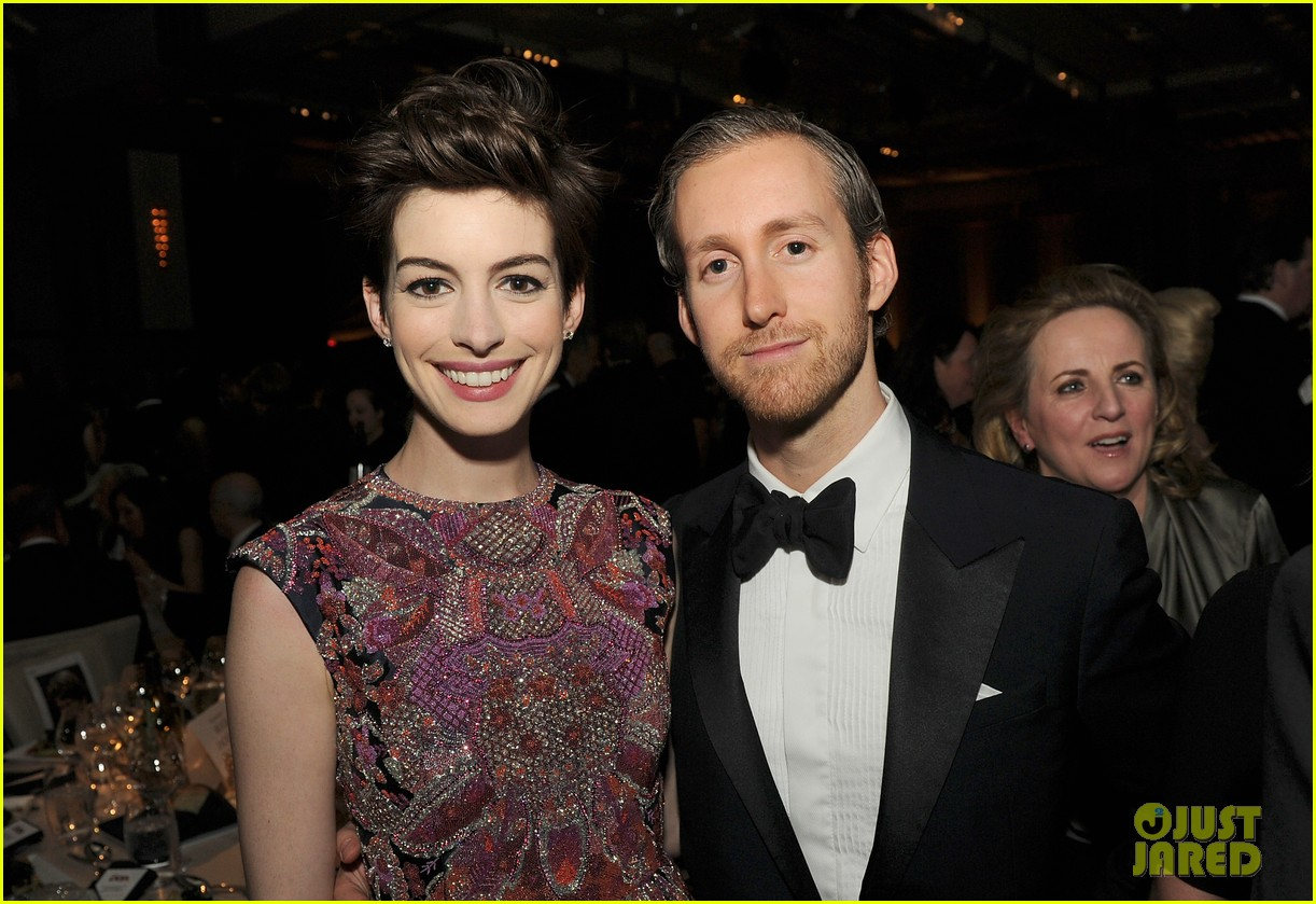 anne hathaway dga awards 2013 with hugh jackman 022803699