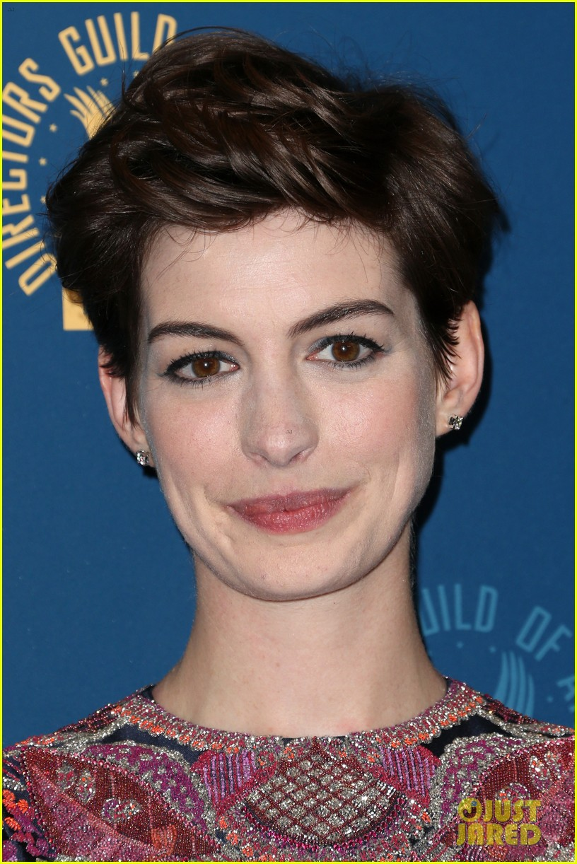 anne hathaway dga awards 2013 with hugh jackman 162803713