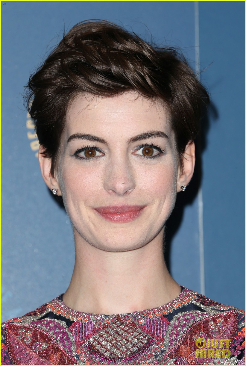 anne hathaway dga awards 2013 with hugh jackman 182803715