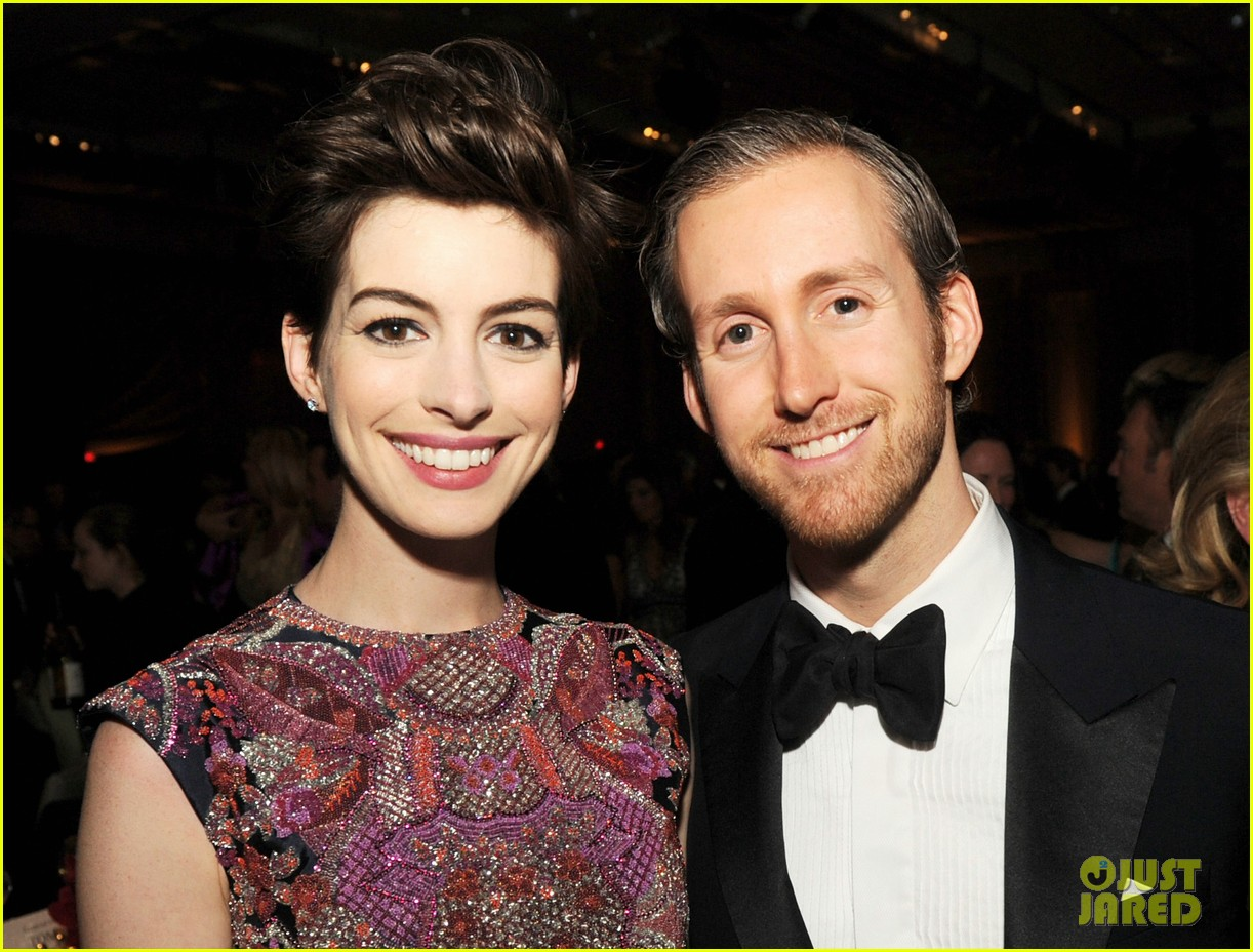 anne hathaway dga awards 2013 with hugh jackman 302803727