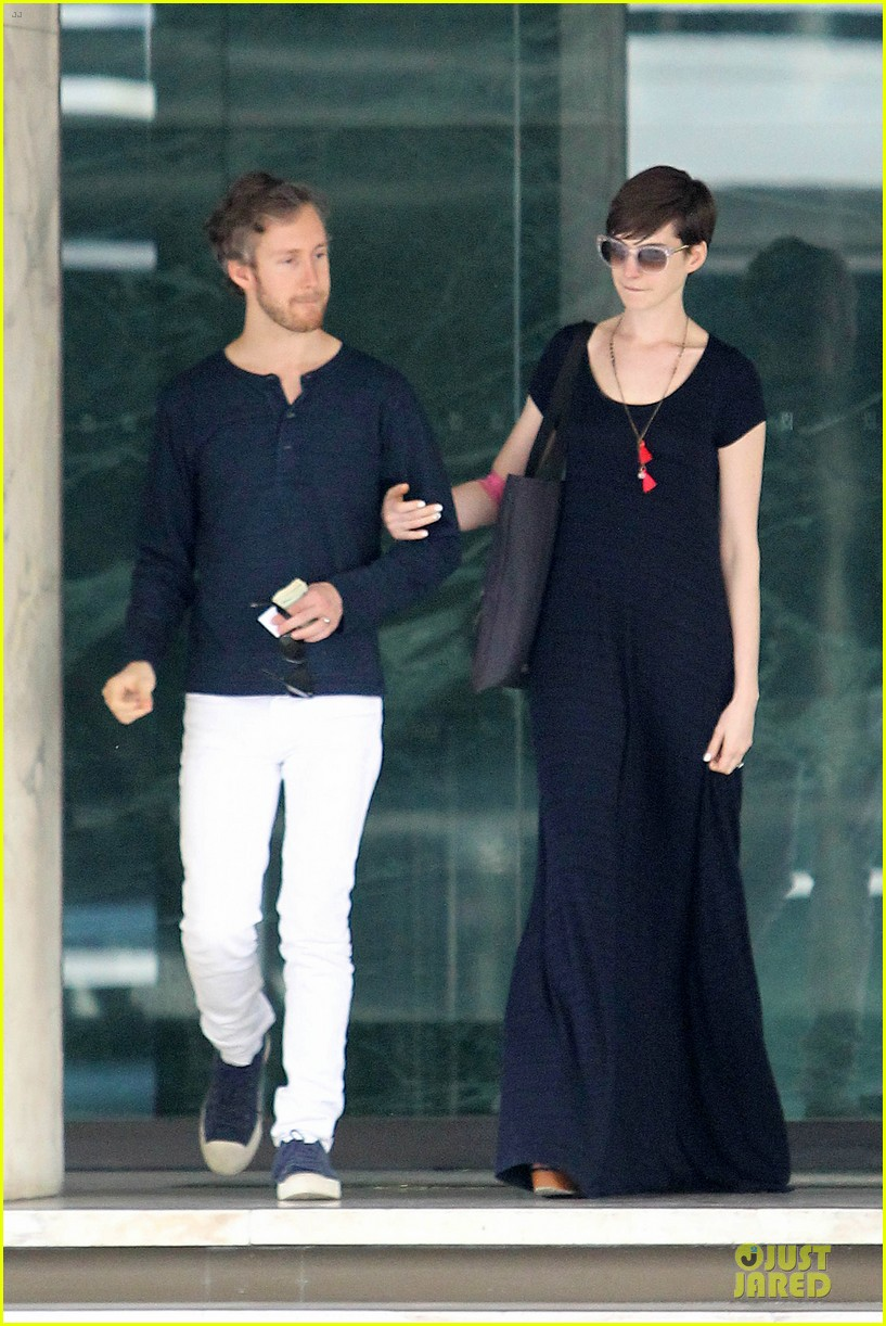 anne hathaway adam shulman medical office visiting couple 012802984
