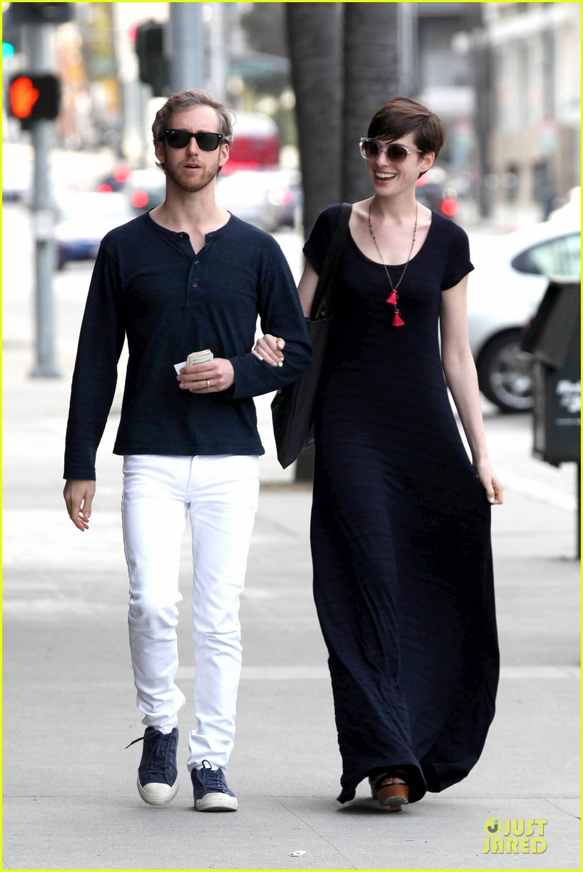 anne hathaway adam shulman medical office visiting couple 032802986