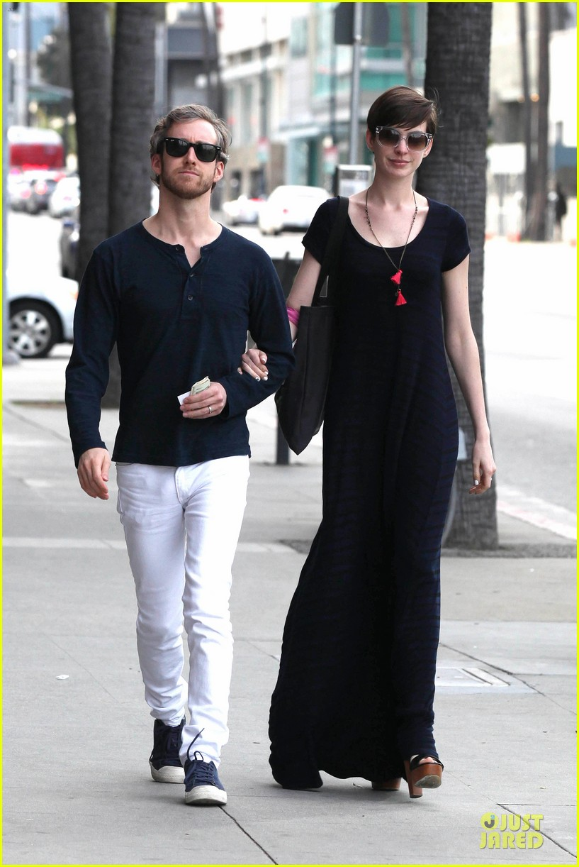 anne hathaway adam shulman medical office visiting couple 042802987
