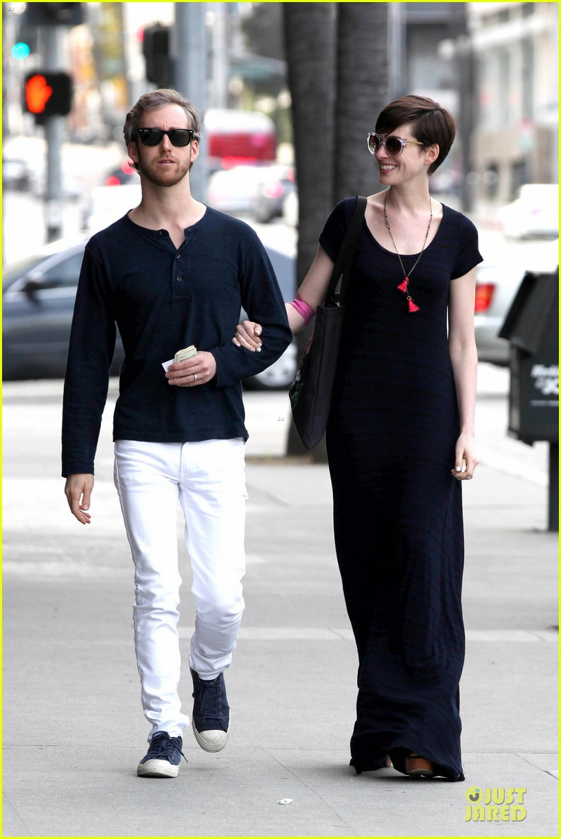 anne hathaway adam shulman medical office visiting couple 062802989