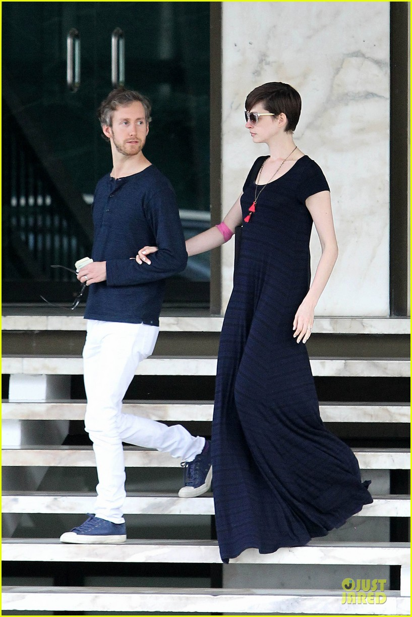 anne hathaway adam shulman medical office visiting couple 072802990