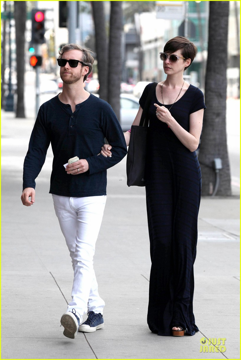 anne hathaway adam shulman medical office visiting couple 082802991