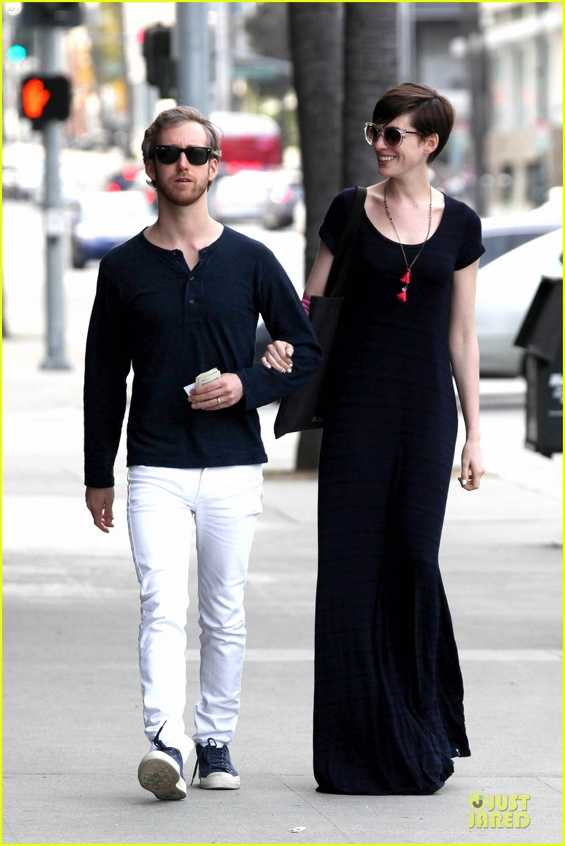 anne hathaway adam shulman medical office visiting couple 102802993