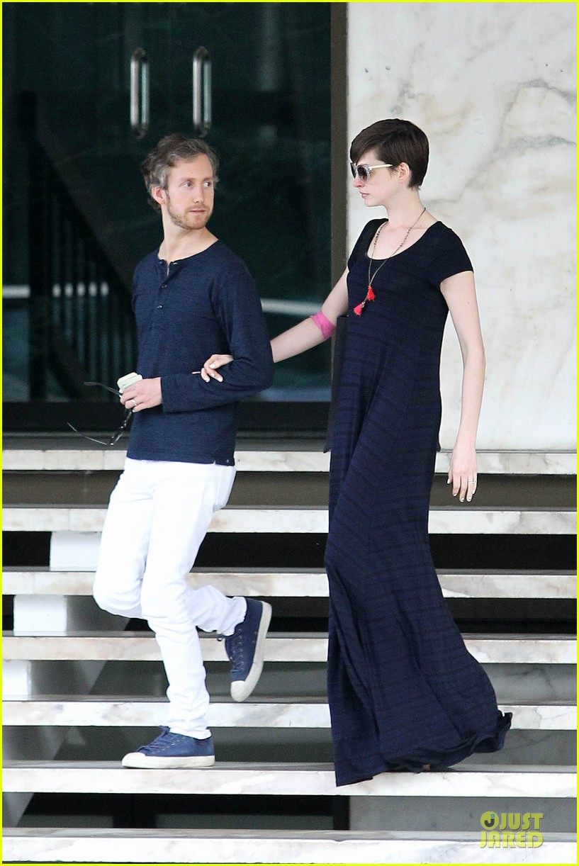 anne hathaway adam shulman medical office visiting couple 11