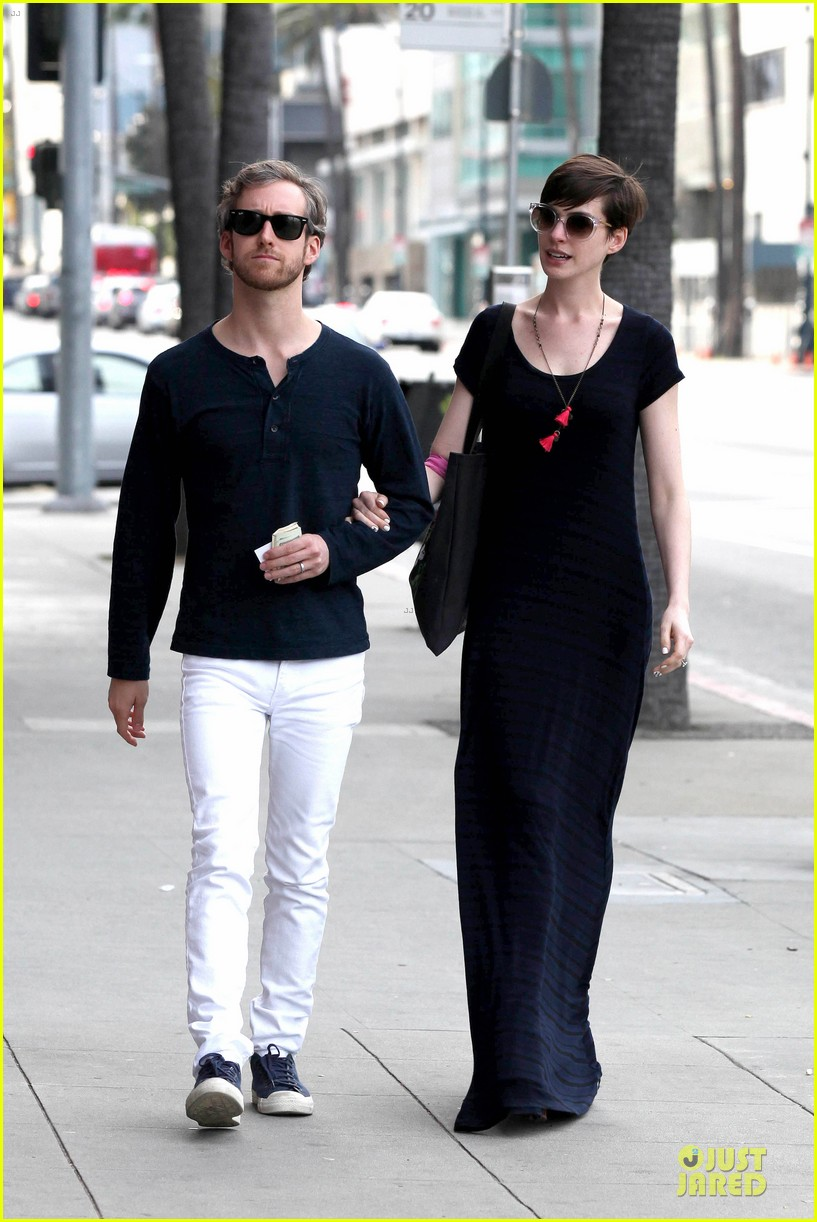 anne hathaway adam shulman medical office visiting couple 132802996