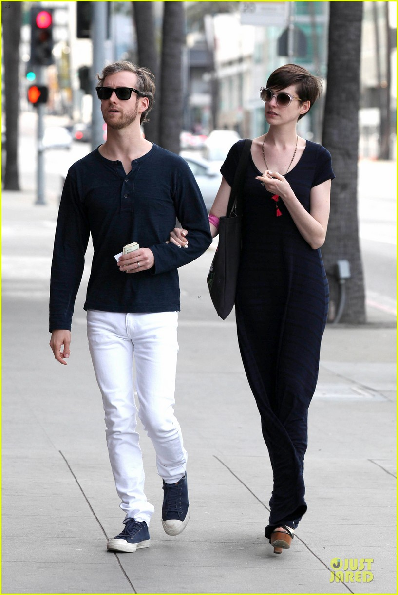anne hathaway adam shulman medical office visiting couple 142802997