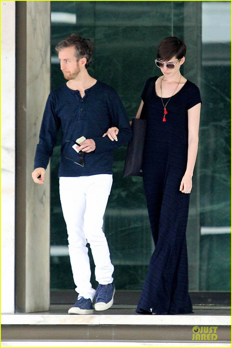 anne hathaway adam shulman medical office visiting couple 152802998