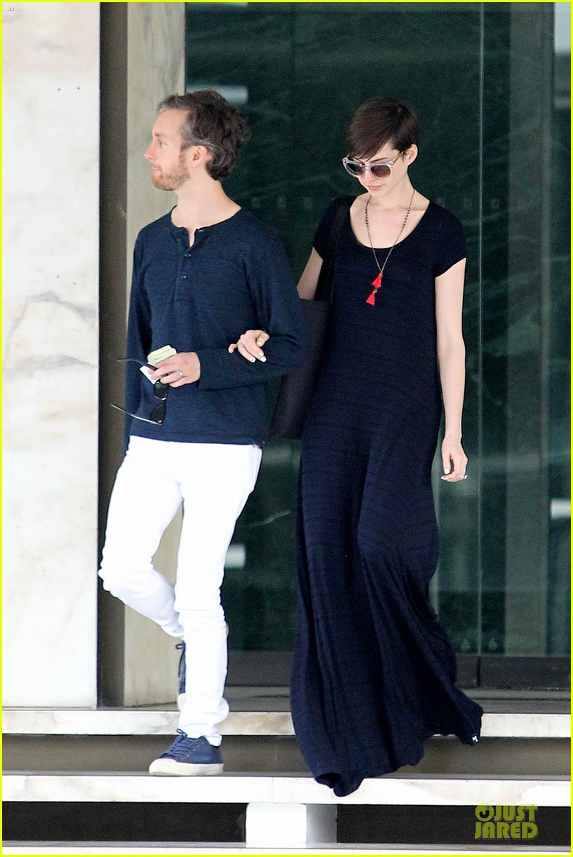 anne hathaway adam shulman medical office visiting couple 162802999